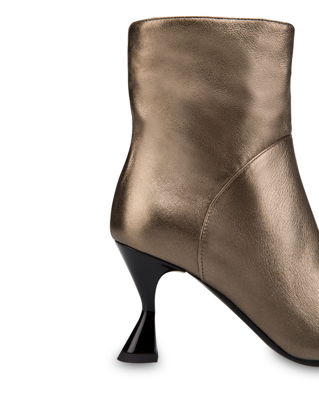 Soft Snowing laminated ankle boots Photo 5