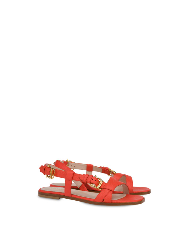 Buckle Notes flat sandals in patent leather Photo 2