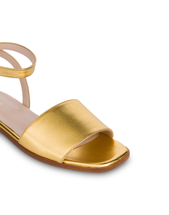 Flat sandals in laminated nappa Photo 4
